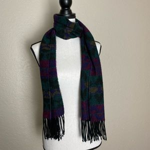 Accessories - Scarf with Fringe and Geometric Pattern
